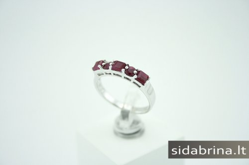 Žiedas su berilais