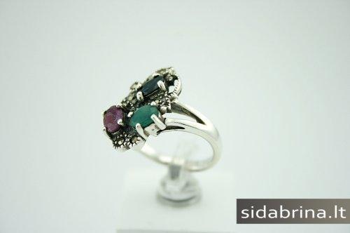 Žiedas su natūraliais juv. akmenimis