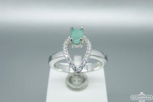 Žiedas su natūraliu akmenimi