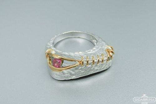 Žiedas su rožiniu safyru
