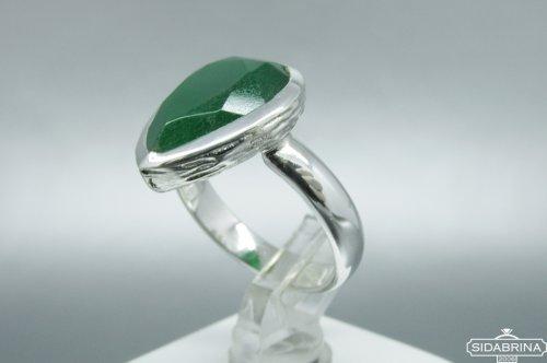 Žiedas su žaliu agatu